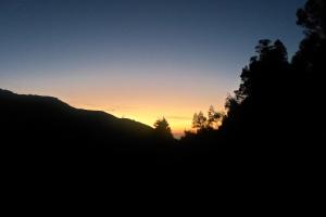 Semburat Sunrise mulai muncul di balik bukit