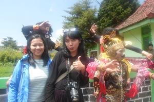 Saya, Riri dan Penari Festival