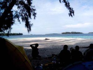 View pantai dari depan tenda kami, bagus kan.