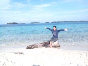di salah satu sudut pantai Pulau Perak