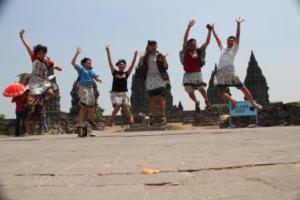 lompat bersama