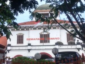 Stasiun Semarang Tawang, bentuk kubahnya mengingatkan akan Lawang Sewu