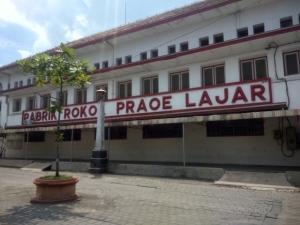 Pabrik Rokok Praoe Lajar, ejaan lama semakin membuat kesan oldies di bangunan ini