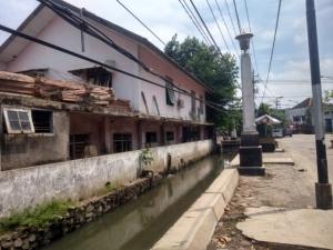 Salah satu sudut jalan di kota lama, sayang saluran airnya kurang terawat