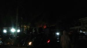 Suasana warga yang melihat kebakaran