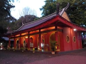 Salah satu bangunan di kompleks klenteng Sam Poo Kong