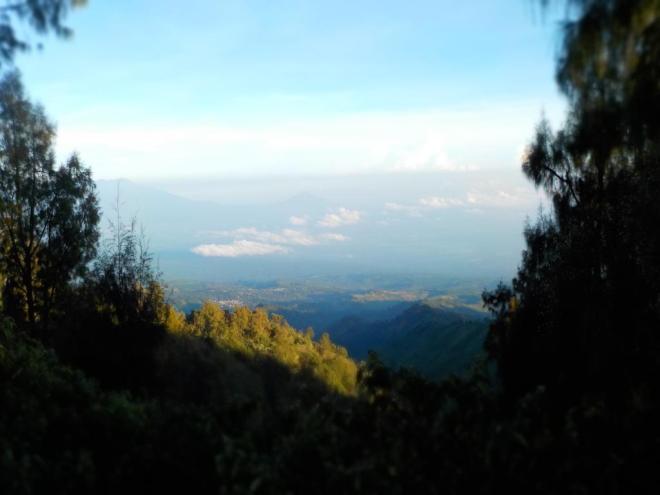 Pemandangan sisi lain dari Bukit Panajakan
