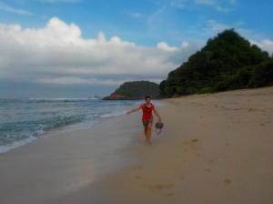 Pantai Watuleter 1, bisa lari-larian disini