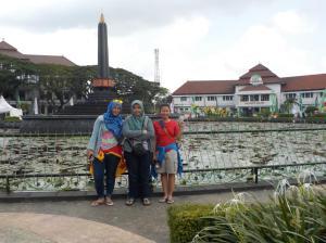 Jalan-jalan sebentar ke depan balai kota Malang