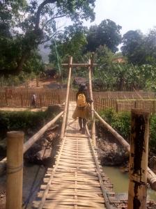 Ini nih jembatan yang  nggak kita lihat, pulangnya kita lewat sini kok, nggak polos lagi.