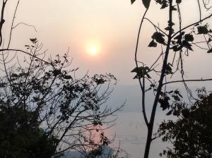 Hanya bisa melihat sunset dari balik pepohonan karena masih 3/4 perjalanan