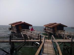 +Cottage apung di Pulau Bidadari.