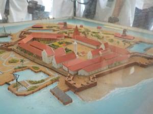 Miniatur bangunan benteng dan permukiman di Pulau Onrust